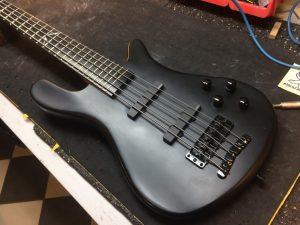 Metallica-Cover-MYTALLICA-Tribute-Band-Robert-Trujillo-Signature-Bass-5-White-Project