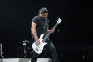 Metallica-Cover-MYTALLICA-Tribute-Band-Robert-Trujillo-Signature-Bass-5-White-Project