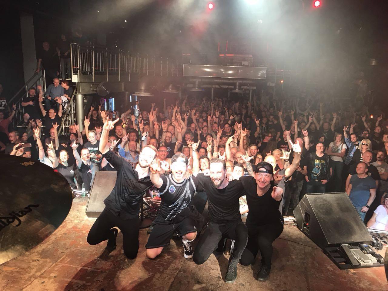 metallica-tribute-band-mytallica-live-bochum-zeche-2018-buehne-thank-you-fans