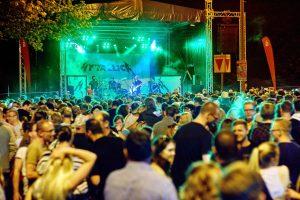 mytallica-hattingen-altstadtfest-2018-buehne-bunker-holger-grosz-totale