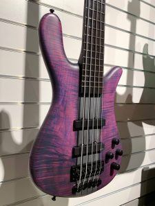 robert-trujillo-warwick-streamer-signature-bass-purple-nirvana-black-hardline-music-wuppertal-body
