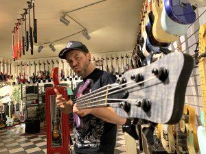 robert-trujillo-warwick-streamer-signature-bass-purple-nirvana-black-hardline-music-wuppertal-martin-iordanidis