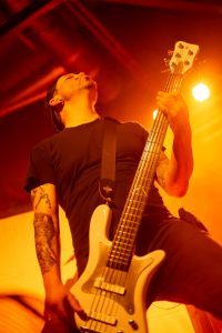 mytallica-alter-schlachthof-soest-2019-martin-iordanidis-white-warwick-bass-totale