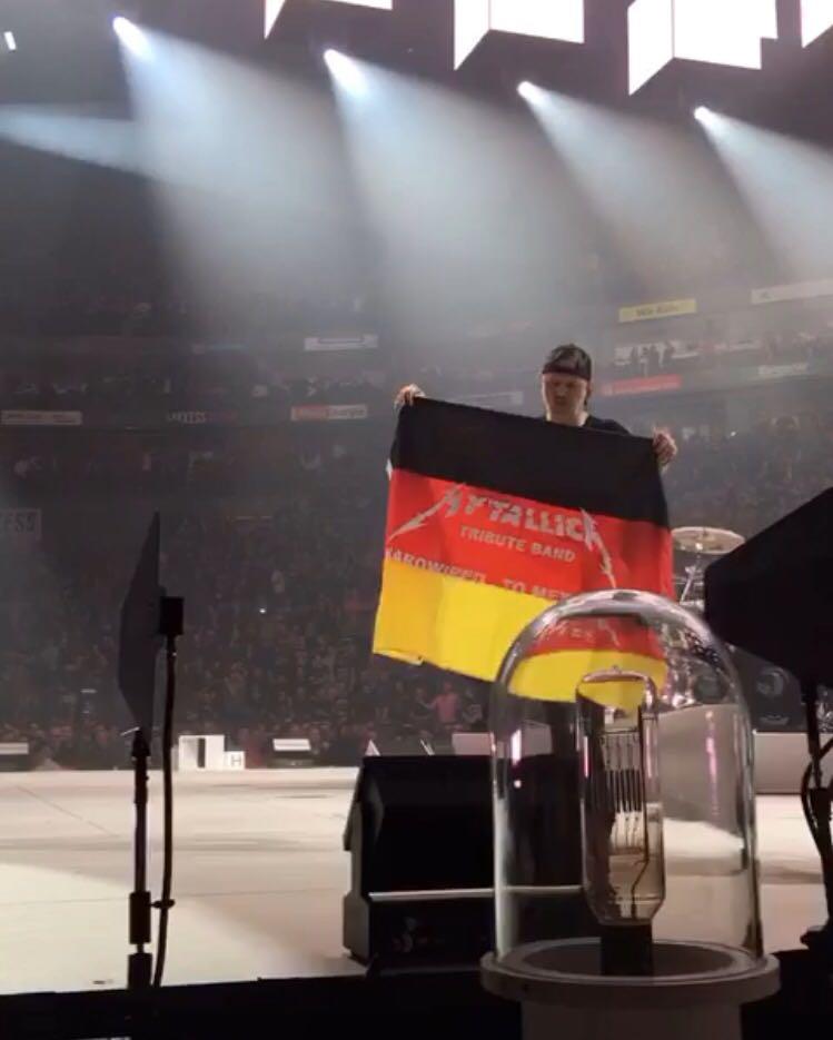 MYTALLICA-Deutschland-Lanxess-Arena-Lars-Flag-3