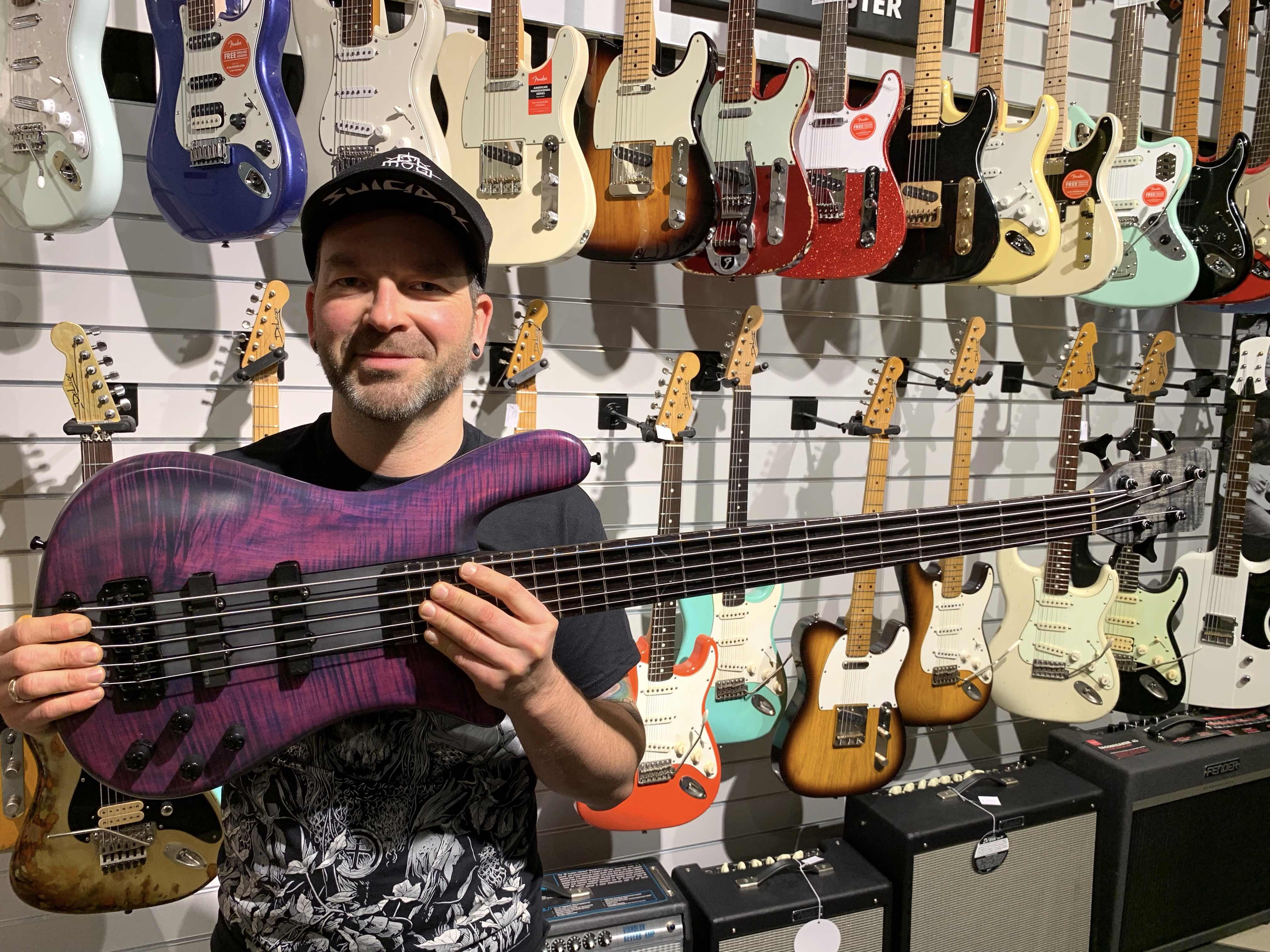 robert-trujillo-warwick-streamer-signature-bass-purple-nirvana-black-hardline-music-martin-iordanidis