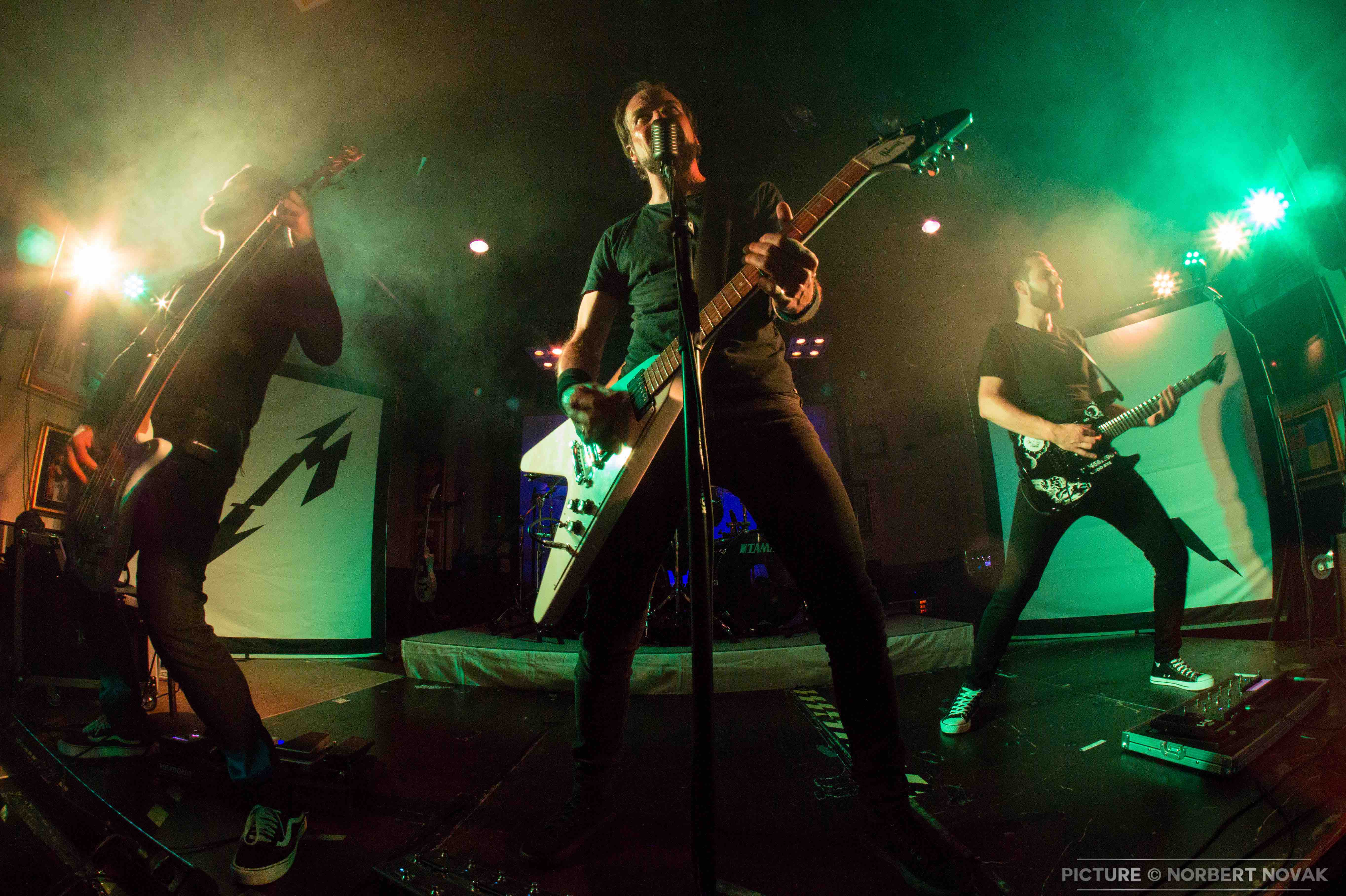 mytallica-2019-hard-rock-cafe-cologne-official-pre-party-fan-chapter-white-flying-v-hetfield